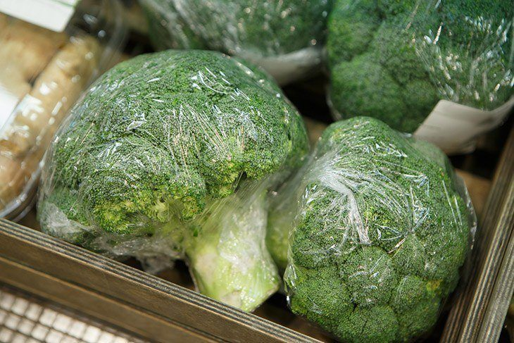 how-to-store-broccoli-Broccoli-in-sealed-packets-ready-for-freezing