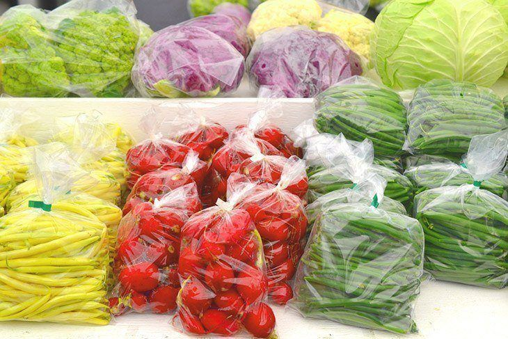 Red-radishes-stored-in-plastic-bag-how-to-store-radishes