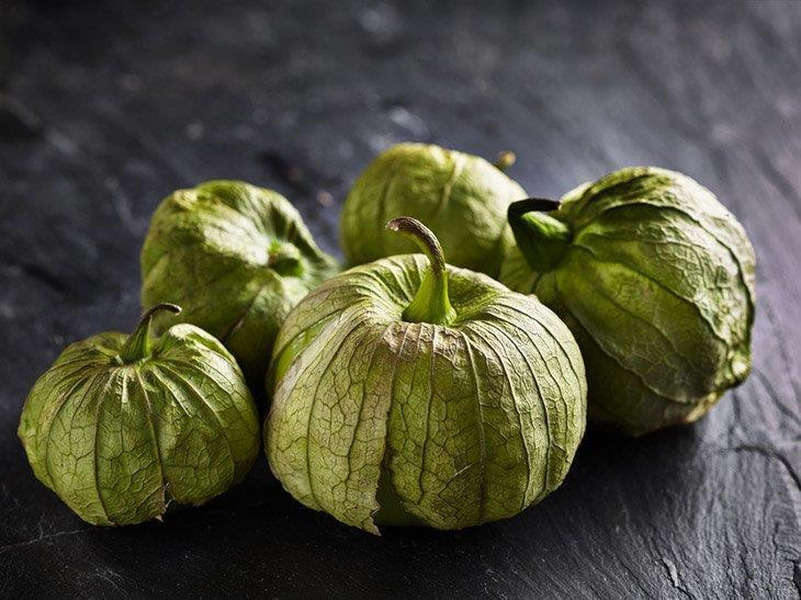Fresh-tomatillos-in-a-pile-how-to-store-tomatillos