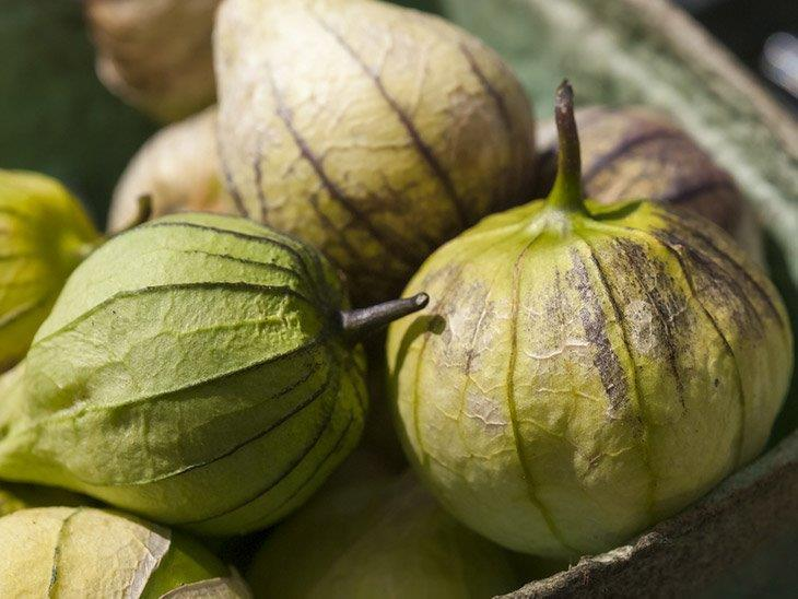 Fresh-tomatillos-togethe-how-to-store-tomatillos