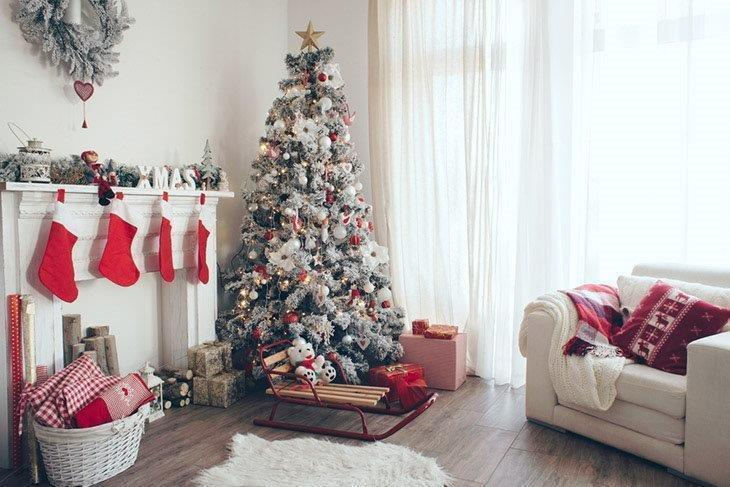 Holiday-decorated-room-with-Christmas-tree-and-presents-How-to-Put-Ribbon-on-a-Christmas -tree.jpg