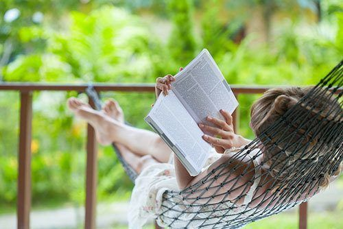 Lady-reading-the-book-in-the-hammock
