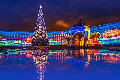 Petersburg-is-decorated-for-the-new-year.-New-Year-tree-on-the-palace-square-in-St.-Petersburg.-New-Year.-Light-show.-Russia