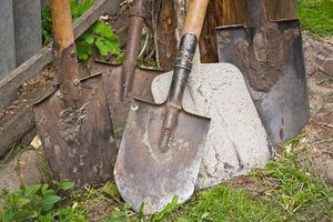 Packing small gardening tools