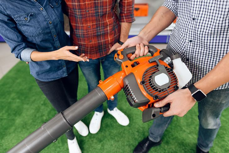 Follow-the-buying-guide-to-get-the-best-cordless-leaf-blower